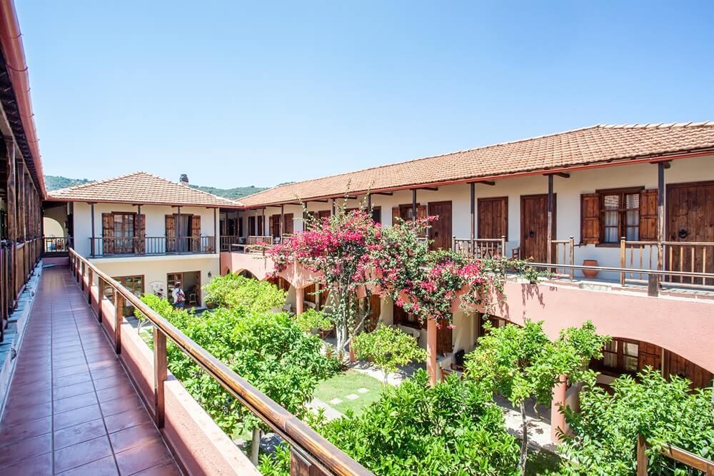 Ξενοδοχείο με θέα κήπο στη Χώρα Σκοπέλου